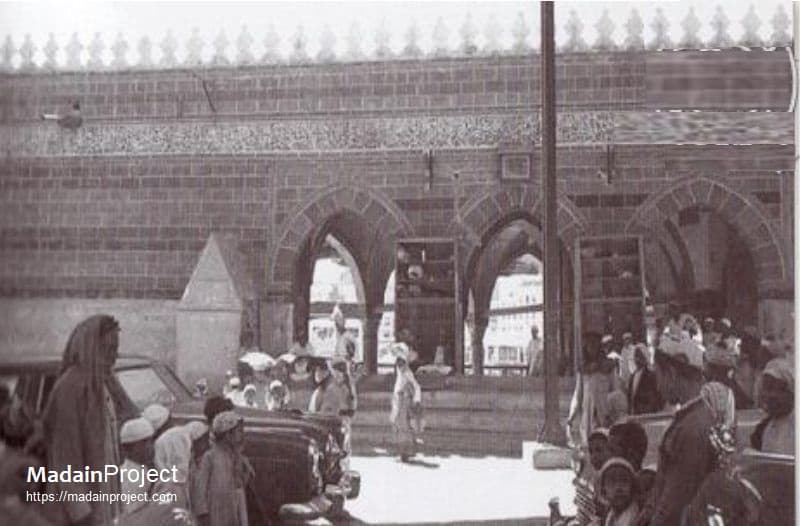 An old picture of the tripple arched gate leading into the Sa'yee route.